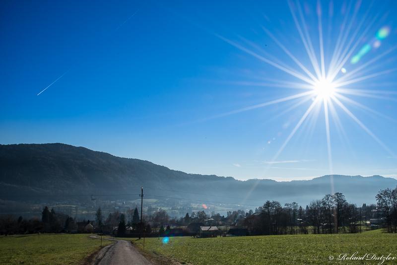 die Sonne lacht vom Himmel